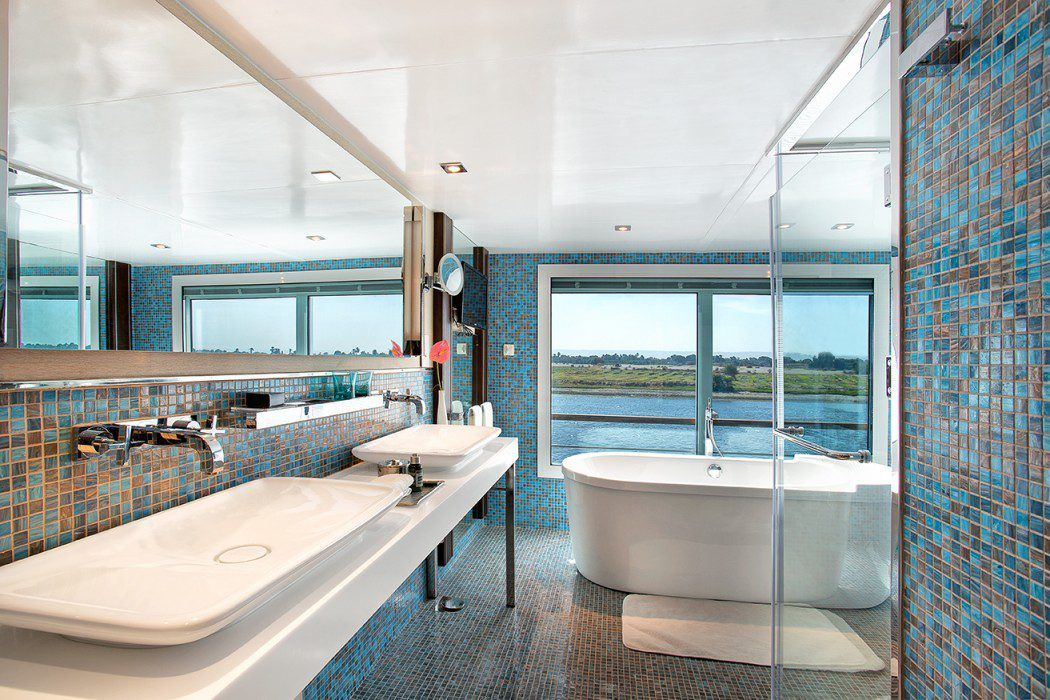 The bathroom of the luxury suite