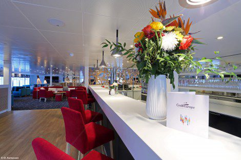 The lounge on board the Elbe Princesse