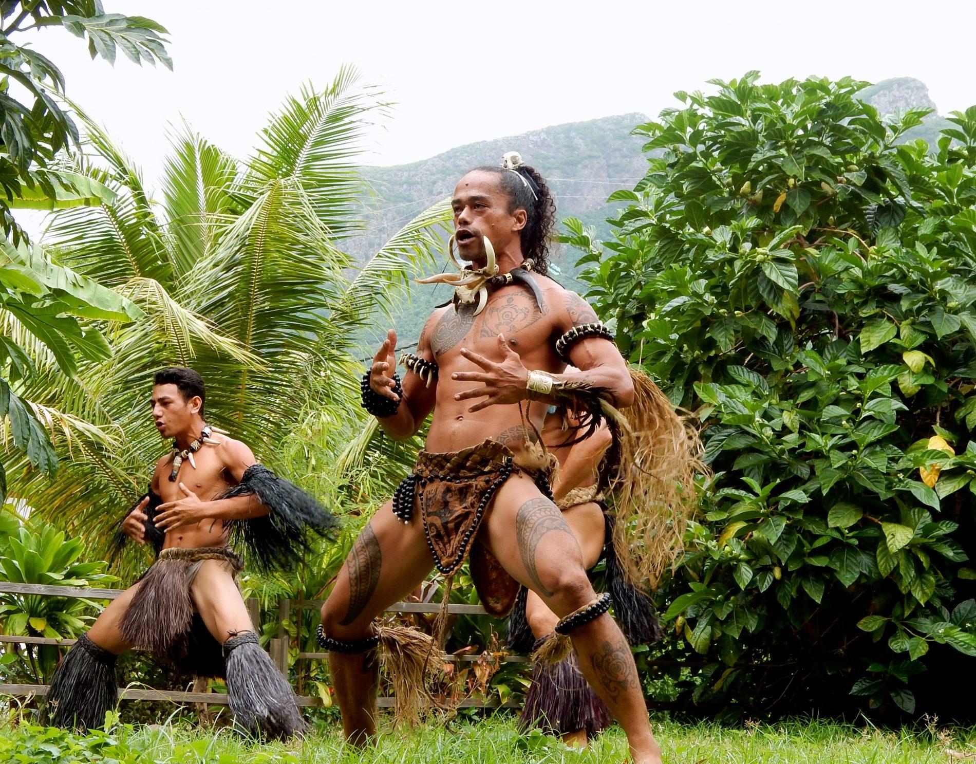 Dancers 1_ua Pou_Rani
