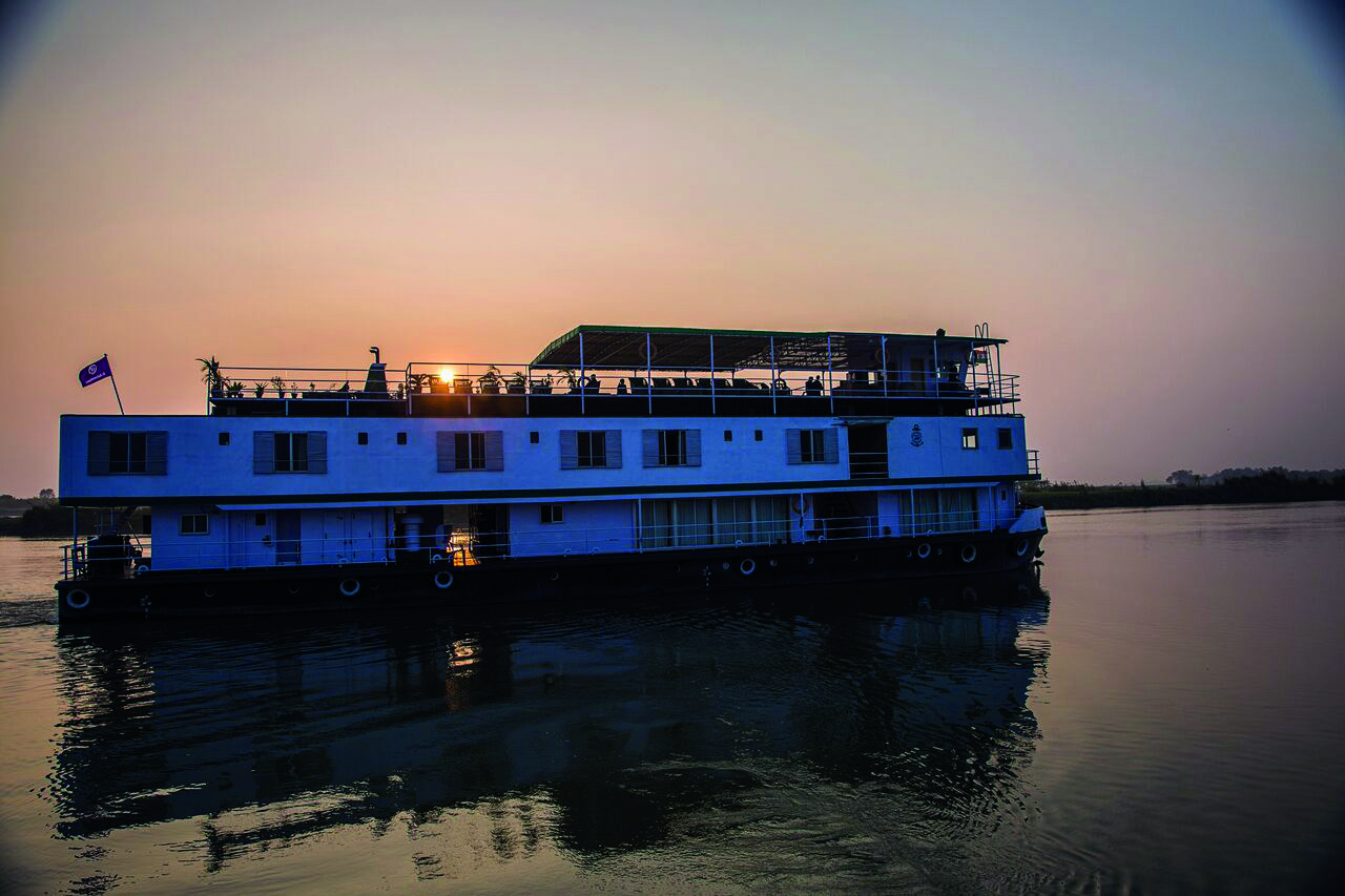 ca India Ganges Riverboat Varuna Exterior Sunset - IMG0956 Lg RGB